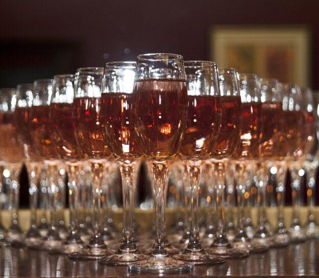 Kuvituskuva rosee samppanjaa, pixabay, Nadin Dunnigan
